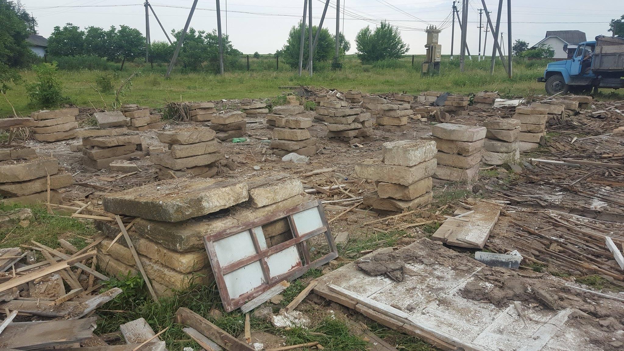19401589_186096154755m wyzwolone macejwy spod komory wywioza na cmentarza